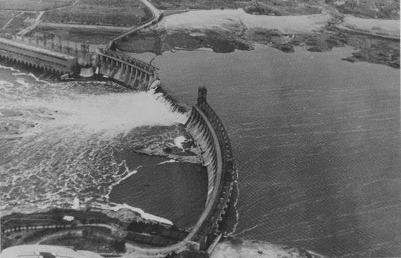 Dneiper dam blown by retreating Soviets, 18 August 1941 worldwartwo.filminspector.com
