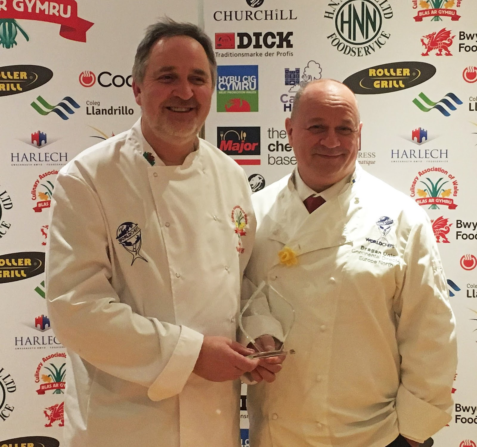 a94f216a5c1184 Dragan Unic (right) presents the Worldchefs