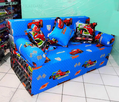 Sofa bed inoac motif The Car biru atau mcquin biru