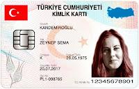 Üzerinde gülümseyen bir bayan resmi olan yeni kimlik kartı