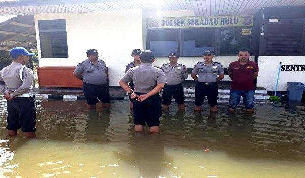 Polsek Sekadau Hulu Siaga Tanggap Banjir