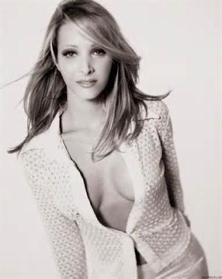 Hot Lisa Kudrow boobs photos