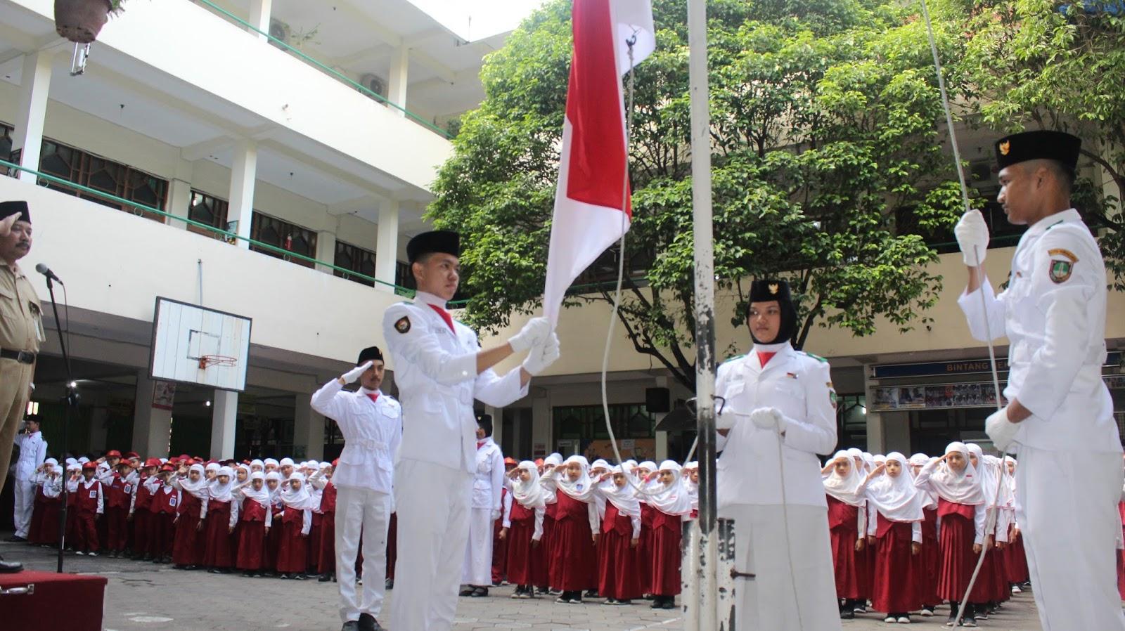 Khidmat Upacara Bendera Untuk Menumbuhkan Nilai Nilai