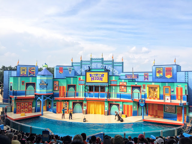 How San Antonio families do Sea World - Sea Lion High show