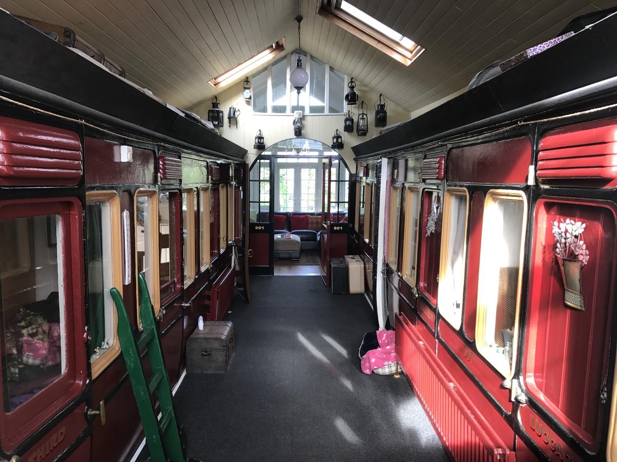 02-Platform-Hallway-Victorian-Train-Platform-House-www-designstack-co