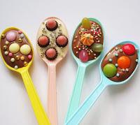 десерты из шоколада, сладости из шоколада, что можно приготовить из шоколада, как правильно растопить шоколад, какой бывает шоколад, рецепты из шоколада, интересное про шоколад, кондитерские изделия, лакомства, сладости, из шоколада, все про шоколад, что можно приготовить из шоколада, шоколадные десерты, шоколадные подарки, Шоколад — тематическая подборка рецептов и идейЛожки с шоколадом - десерт-подарок, как сделать шоколадные ложки, http://eda.parafraz.space/