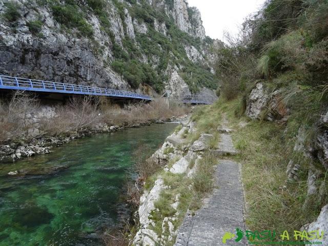 Ruta a la Pica de Peñamellera: Cares y senda junto a carretera de Peñamellera