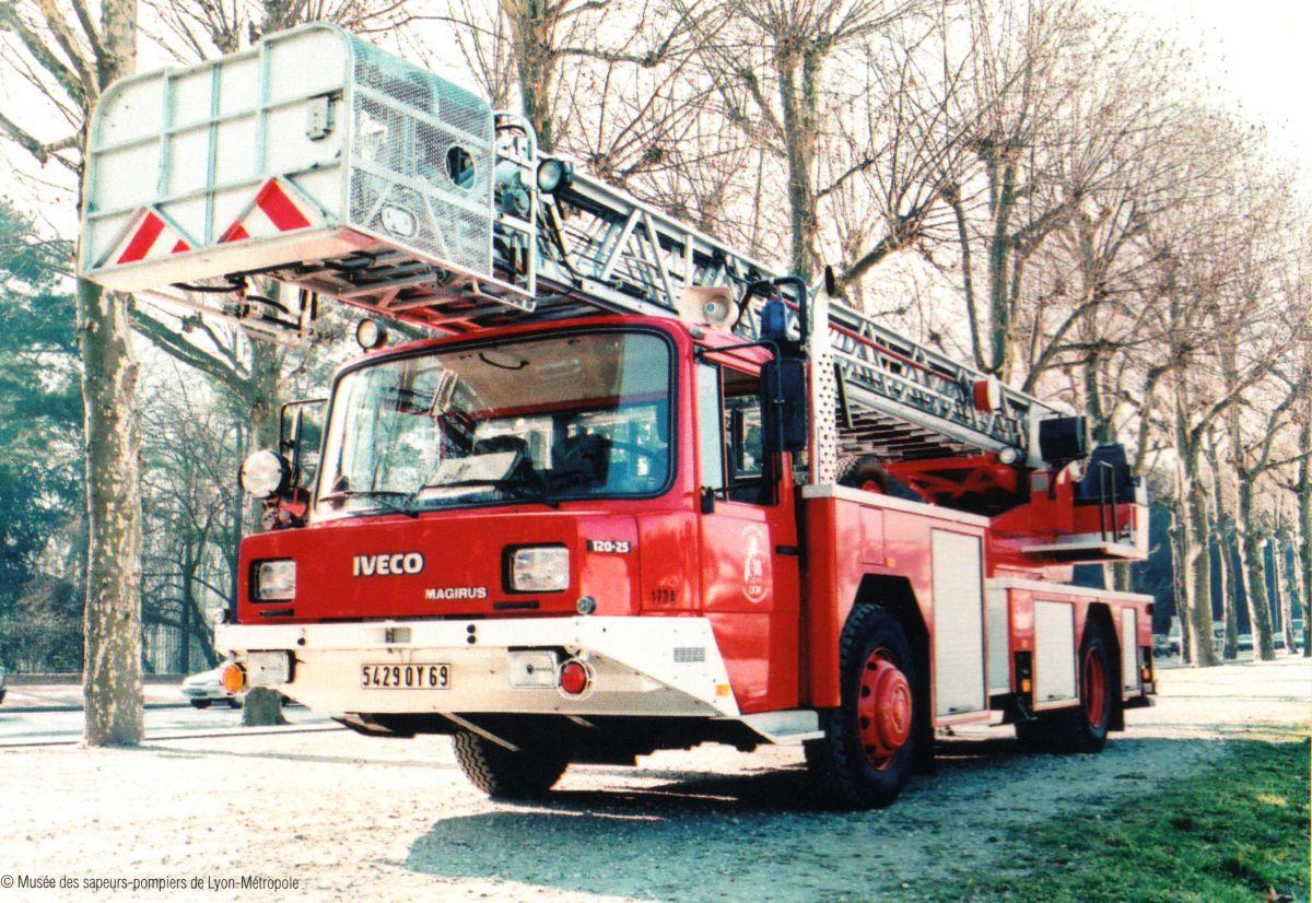 Camion de pompier Fascination Pompiers Miniature Metz DLK 23-12 Mercedes-Benz 14
