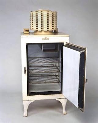 Peti sejuk yg pertama digunakan secara meluas dalam tahun 1927 berjenama GE (general electric)...lebih sejuta unit dihasilkan.