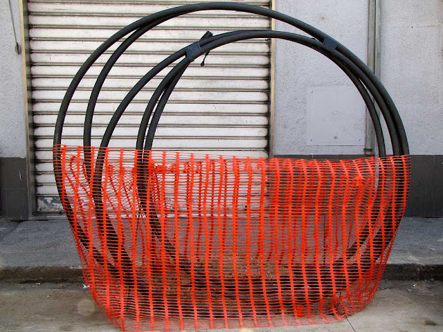 Black spiral wrapped in orange-red netting, corso Amedeo, Livorno