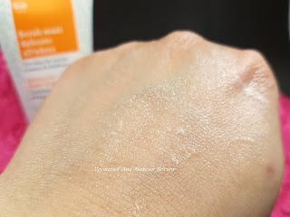 Biofficina Toscana – Scrub mani delicato all'edera - swatch - particolare della granulosità