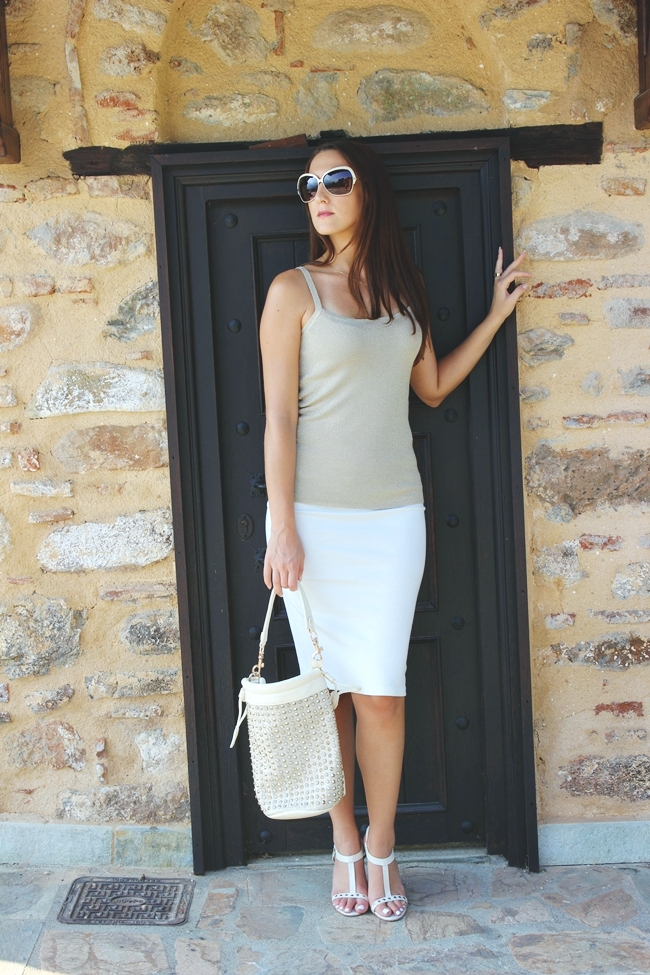 Cream, gold and white outfits, sleek and chic outfit ideas