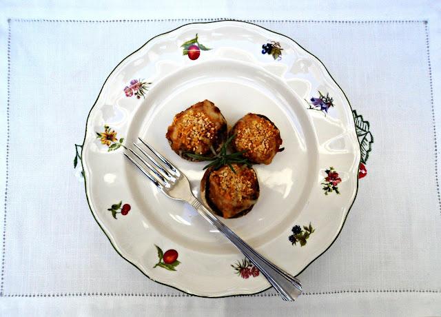 champiñones-rellenos-boloñesa-tenedor