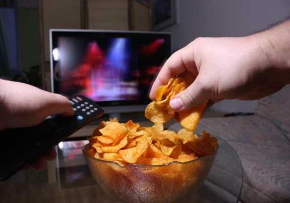 Νέα μελέτη αποκαλύπτει: «Πόση» τηλεόραση αυξάνει τον κίνδυνο καρκίνου