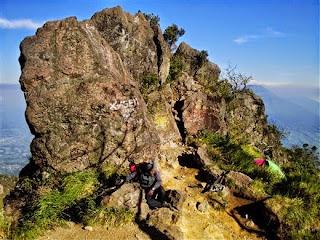 gambar watu kotak pada gunung sumbing