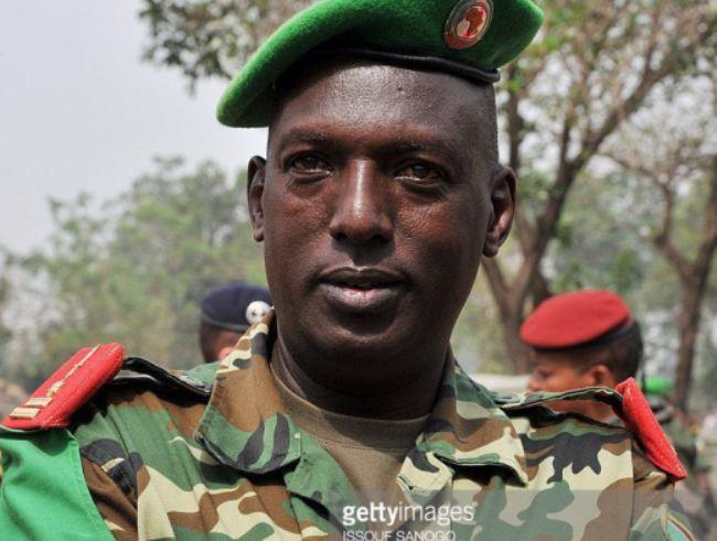 Burundi:Gen. Kararuza Athanase, umugore we n'umwana bashyinguwe