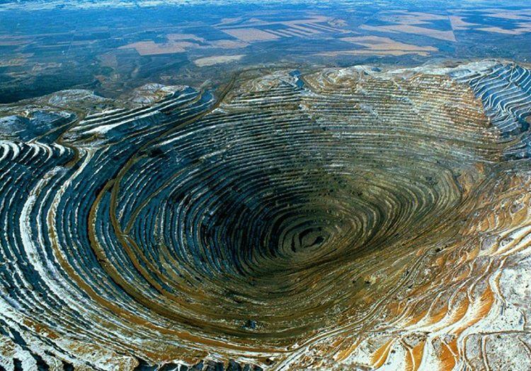 Dünyada yalnızca üç adet kara elmas madeni vardır, bu madenlerin dışında maden bulunmamaktadır.