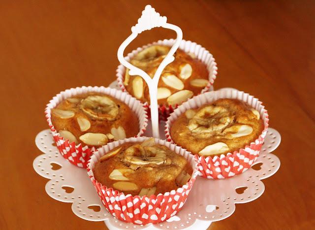 Muffins pré-treino de banana, aveia e amendoim