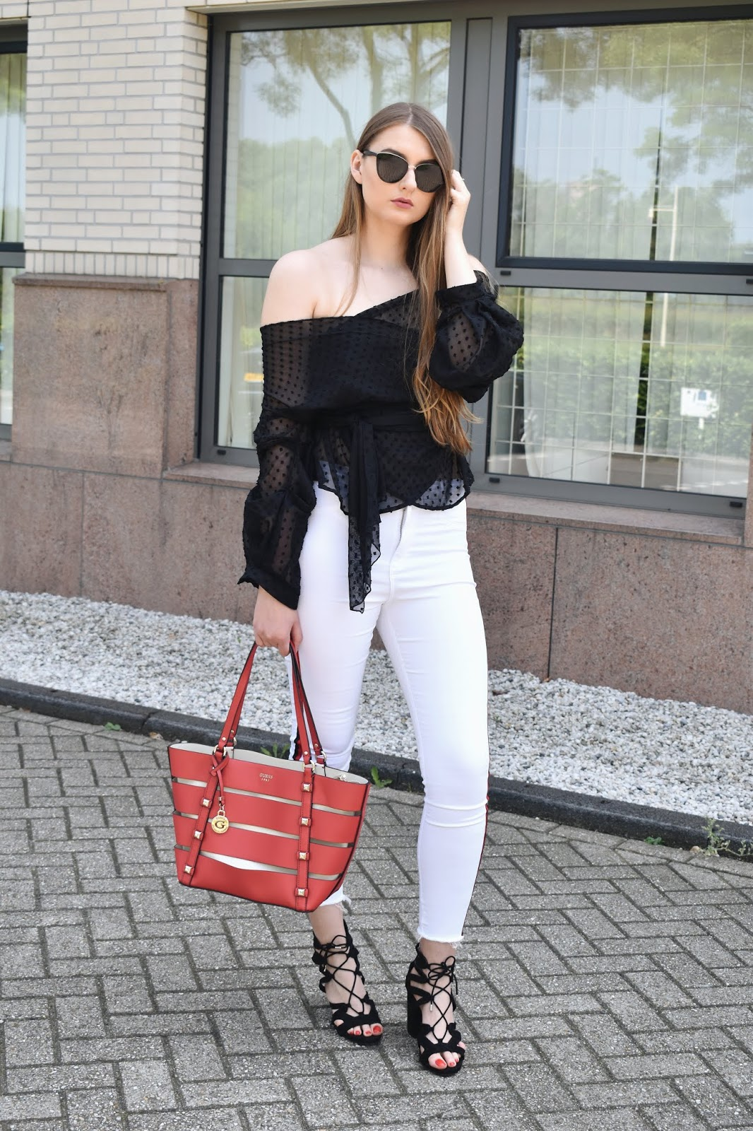 Jak wyglądać dobrze w białych jeansach