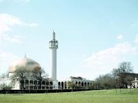 Masjid di London Dilempari Kepala Babi, Polisi Buru Pelaku