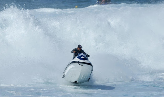 30 Billabong Pipe Masters Ski Rescue Foto ASP