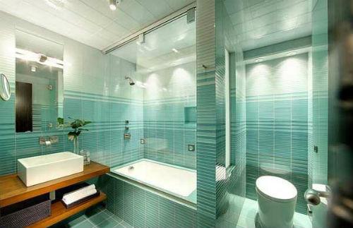 Kombinasi warna cat dinding biru pada kamar mandi Ombre