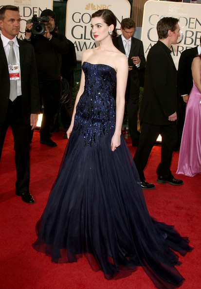 Her Tadashi Shoji Red Gown Was Brilliant As Much Heels And Clutch She A Star Of The Night At Emmys 2008