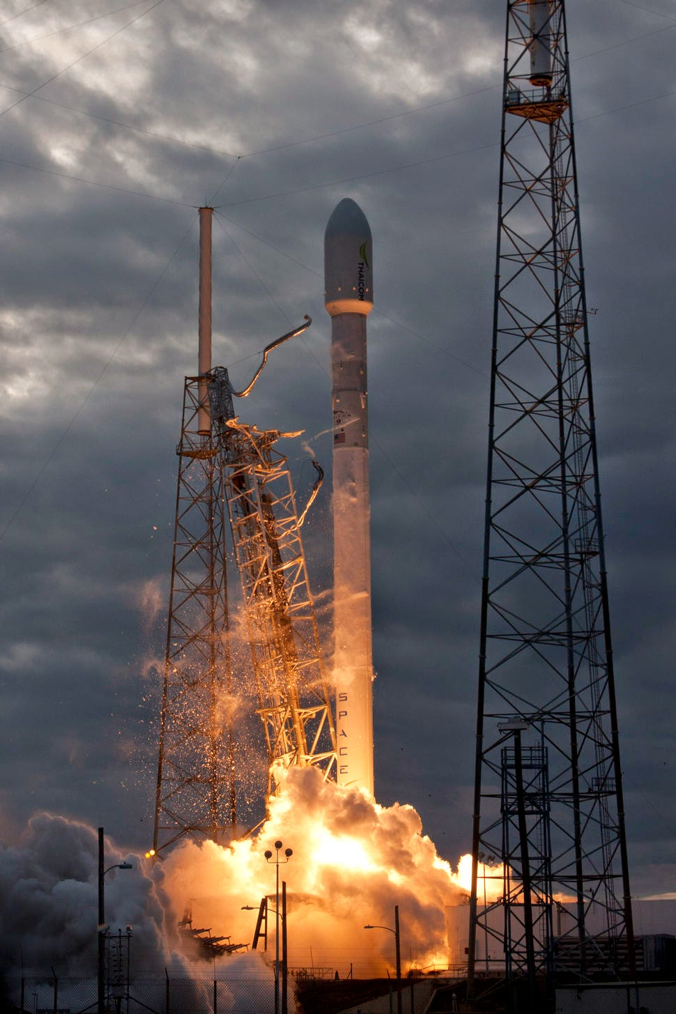 space vehicle falcon 9 - photo #48