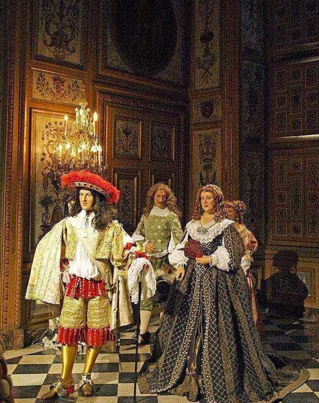 Os valores aristocráticos eram participados pelo povo.  Figuras de cera representando a nobreza,  no castelo de Vaux-le-Vicomte, França.