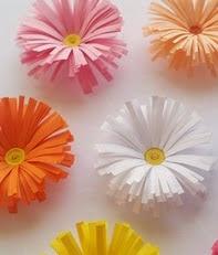 http://www.innovamanualidades.com/2014/02/manualidades-con-papel-flores-de-papel.html