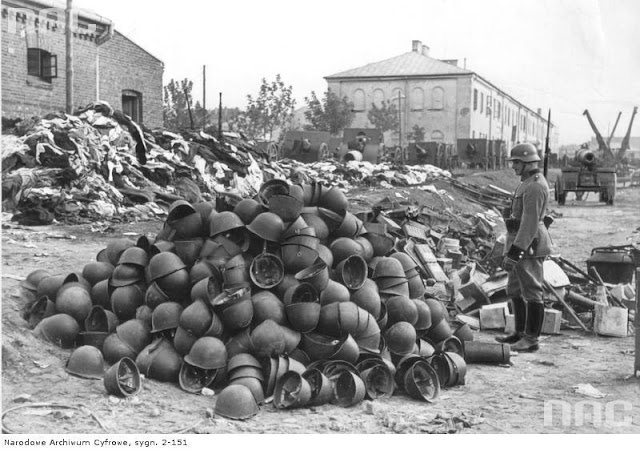 Horses in World War II worldwartwo.filminspector.com Polish troop equipment