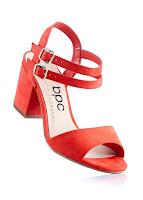 Sandale cu un design modern şi confortabil
