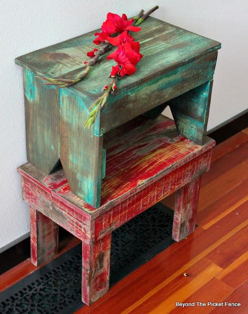 pallet stools, chippy paint, cottage, farmhouse, pallet wood, DIY, http://bec4-beyondthepicketfence.blogspot.com/2016/05/1-pallet2-stools.html