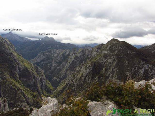 Vista del Canto Cabronero y Valdepino desde Piedras Negras