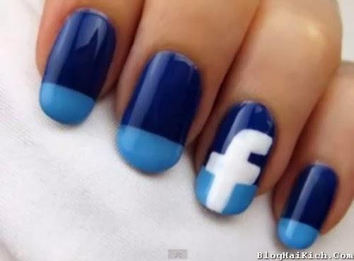 Móng tay có biểu tượng Facebook