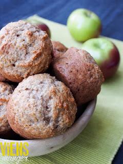 http://blogviensmanger.blogspot.ca/2015/09/muffins-la-compote-de-pommes.html