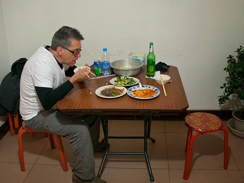 Repas chez nos hôtes à Dongpo (au pied de la Grande Muraille à Simatai)