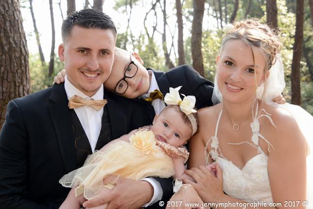 portrait avec mariés et enfants en forêt