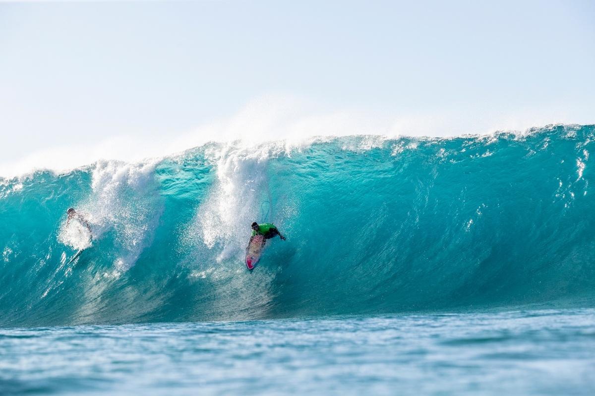 2019 Men s Pipe Invitational Highlights Triple Crown of Surfing VANS