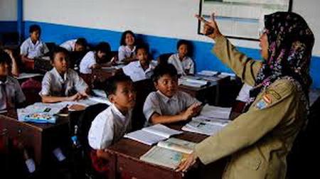 Subhanallah, Guru ini Tetap Mengajar Meskipun Sudah Divonis Mengidap Lupus Stadium Strong 3