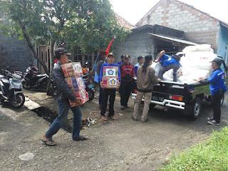 Komunitas Rakompas Salurkan Bantuan Ke Korban Banjir Warga Pantai Harapan Jaya