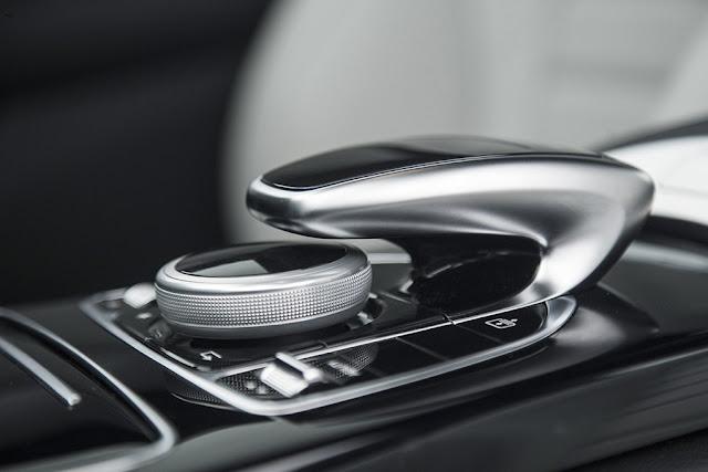 ben-trong-Mercedes-C200