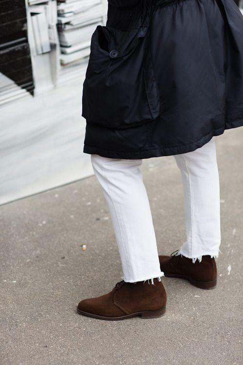 Look Masculino Calça Jeans Branca com Barra Cortada Desfiada