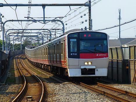 快速 横浜行き 8000系赤塗装8712F