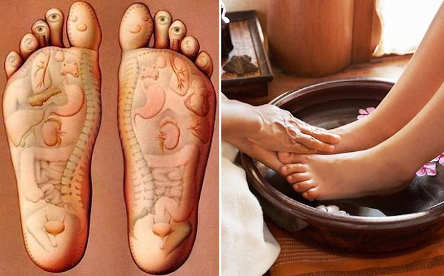 Ngâm chân trong nước ấm 30 phút massage chân