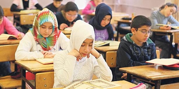 Τρόμος Στην Βιέννη - Οι Μουσουλμάνοι Μαθητές Είναι Περισσότεροι Από Τους Καθολικούς!!