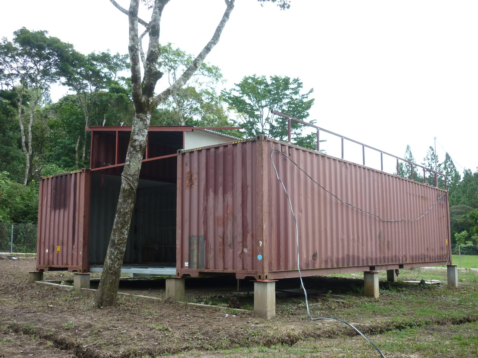Shipping container homes shipping container house in panama for 3 40 ft container home