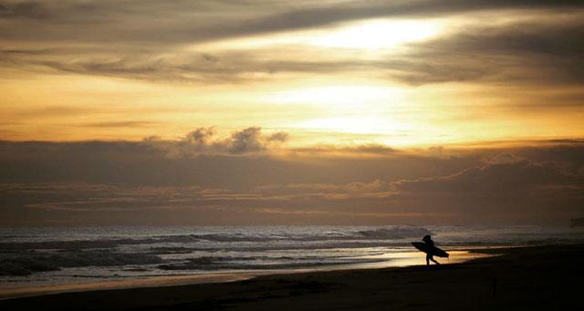sunset di pantai mandiri krui lampung