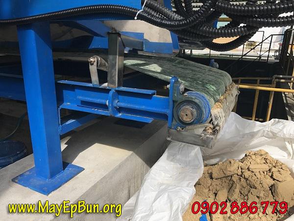 Bùn thải sinh hoạt khi dùng máy ép bùn khung bản không cần dùng hóa chất polymer mà độ khô vẫn rất cao