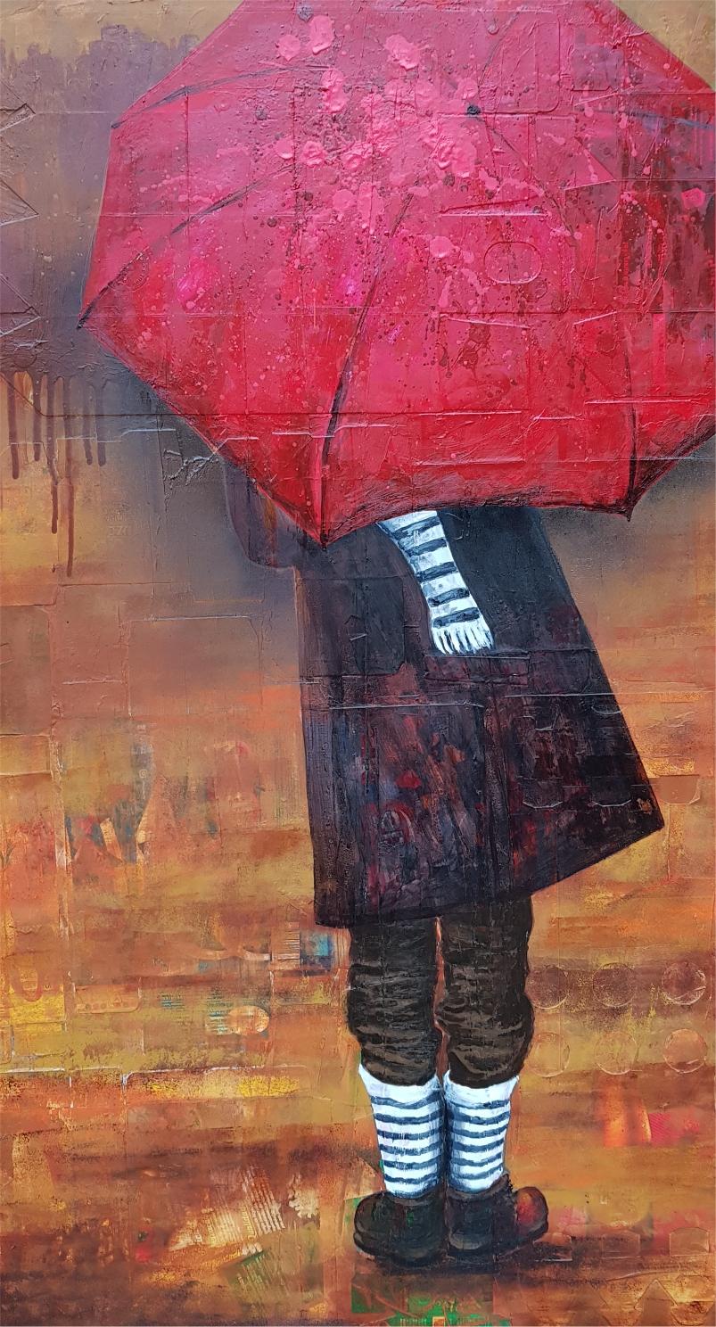 adolescente com guarda chuva vermelho e casaco marrom escuro